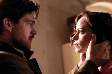 Ronald Zehrfeld (Johnny) and Nina Hoss (Nelly) in Phoenix. Schramm Film.