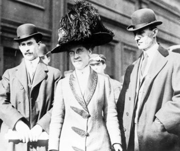 Orville (L), Katharine and Wilbur Wright, 1909. Photo: Bain Collection/Library of Congress.