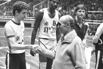 Moshe Dayan with members of the 1977 Maccabi Tel Aviv. Photo: Hey Jude Productions.
