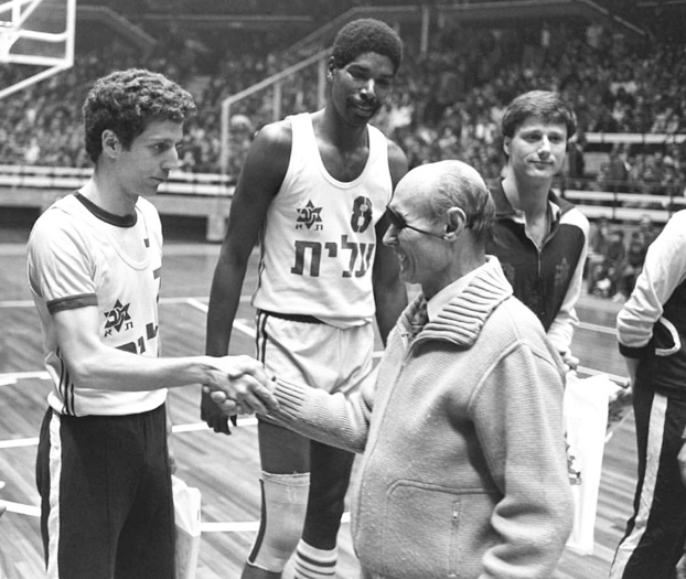 Moshe Dayan with members of the 1977 Maccabi Tel Aviv. Photo: Hey Jude Productions.