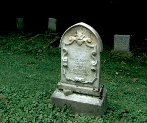 A grave in the children's section of Beth Jacob Cemetery