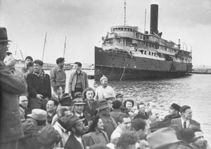 Jews arrive in pre-state Palestine, July 1947. Palmach Photo Gallery.