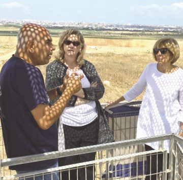 IDF Brig. Gen. (Ret.) Nitzan Nuriel briefs Dayton Mayor Nan Whaley (Center) and West Palm Beach Mayor Jeri Muoio at the Gaza border as part of their AJC Project Interchange trip to Israel, May 9. Photo: AJC.