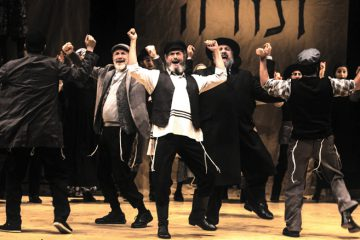 Steven Skybell leads the cast of National Yiddish Theatre Folksbiene's production of Fiddler On The Roof In Yiddish, directed by Joel Grey. Photo: Victor Nechay/ProperPix.