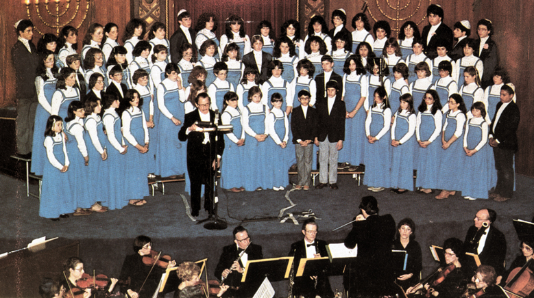 Brandeis University Prof. of American Jewish History Dr. Jonathan Sarna says the nationally-known Beth Abraham Youth Chorale, led by Cantor Jerome Kopmar — shown here in 1982 with tenor Jan Peerce in the final concert of his career — put the congregation 'on the map for a lot of people.' Photo: Tambur Records.